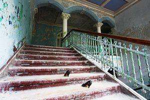 Verfallenes Treppenhaus in einem verlassenen Gebäude