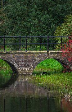 Vieux pont sur un canal