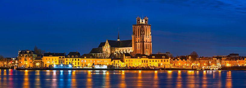 Panorama nachtfoto Grote Kerk Dordrecht van Anton de Zeeuw