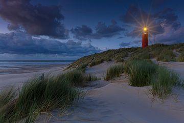 Der Leuchtturm von De Cocksdorp auf Texel nach Sonnenuntergang von Rob Kints