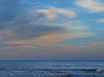 Wolken boven zee van Rinke Velds
