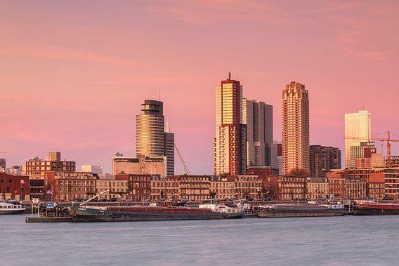 Skyline van Rotterdam bij de maashaven van Ilya Korzelius