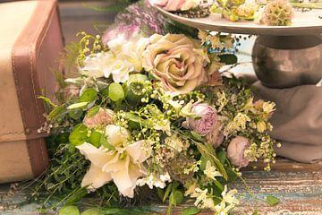 Verlaten vintage stijle  boeket bloemen van Tonny Visser-Vink