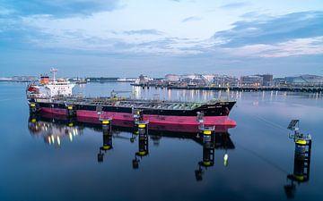 Olietanker in de haven