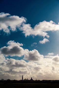 Middelburg Skyline onder Hollandse Lucht van Thom Brouwer