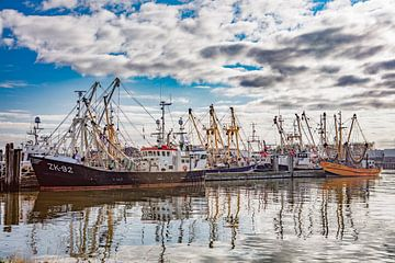vissersboten lauwersoog van anne droogsma