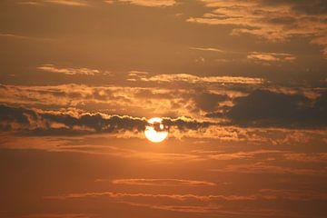 Zonsondergang met wolkenformatie