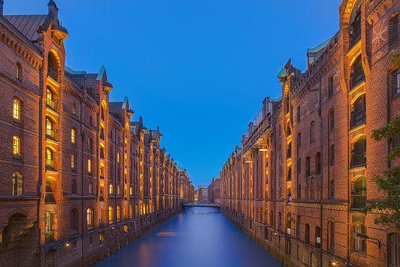 Hafenstadt Hamburg bei Nacht