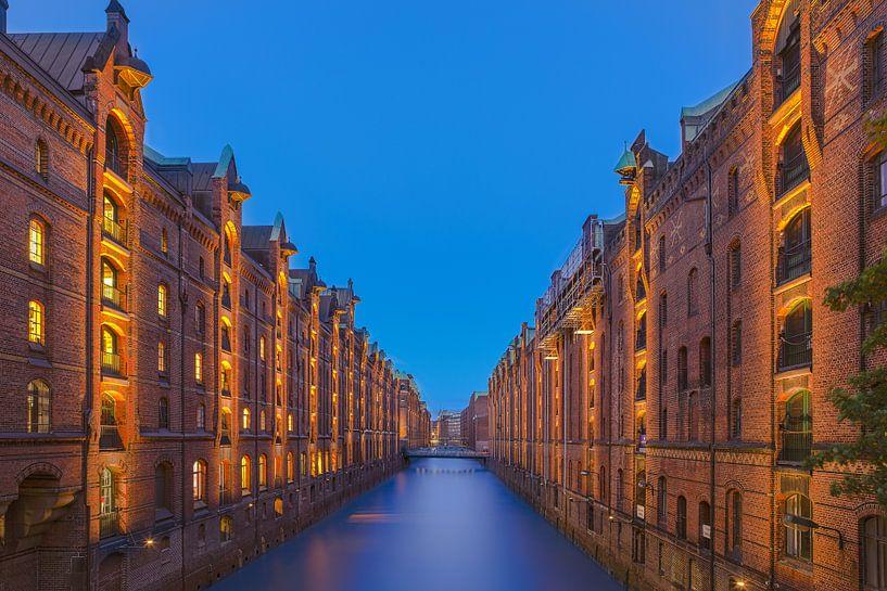 Hafenstadt Hamburg bei Nacht von Sander Hupkes