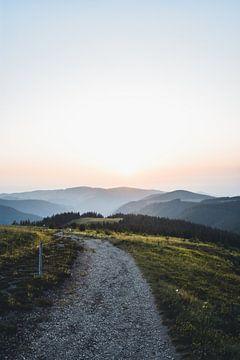 Coucher de soleil sur la montagne en Forêt Noire sur Dylan Shu