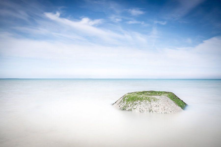 Verstilling van de zee Normandie Frankrijk van Silvia Thiel