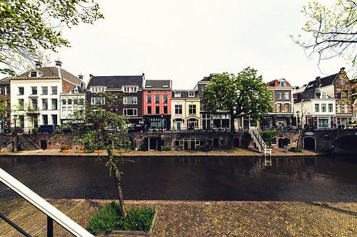 De werf, de Oudegracht en de grachtenpanden in Utrecht van