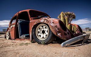Ein Autowrack in der Namib-Wüste (Namibia).