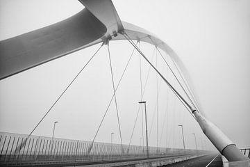 Detail van de brugconstructie van de De Oversteek von eusphotography