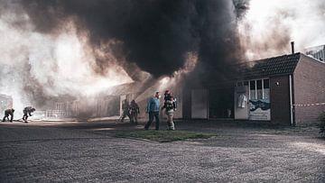 Grote brand in bedrijfsunit Ambachtsmark Almere Haven van Damian Ruitenga