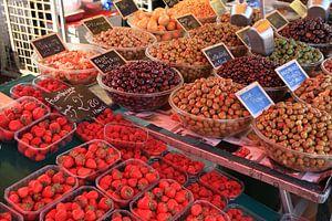 Fruit en Olijven op de markt van Jan Roodzand
