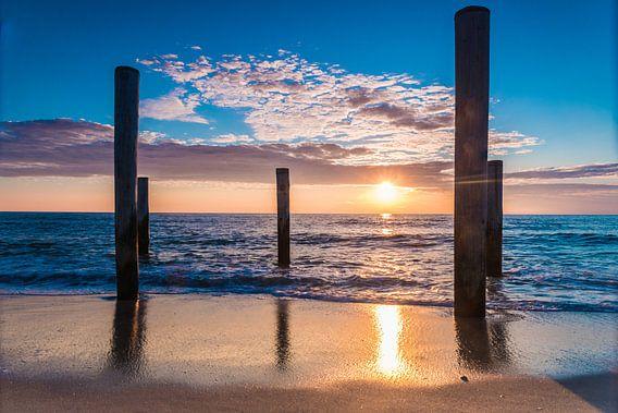 Tropisch Petten met een waanzinnig mooie zonsondergang van Mike Bot