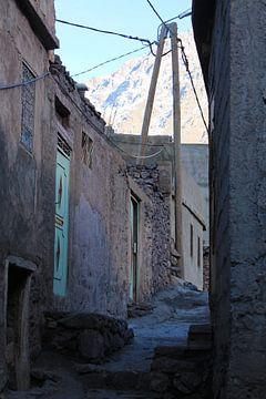 doorkijk in een bergdorp Marokko van Serena Kok
