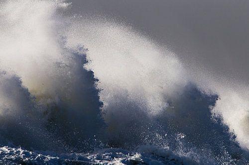 Detail van golven tijdens de herfst storm van