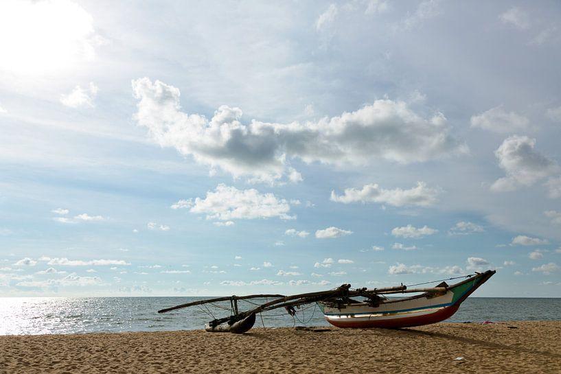 Vissersboot Sri Lanka van Gijs de Kruijf