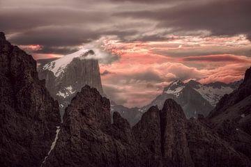 Lever du soleil dans les Dolomites sur Peter Poppe
