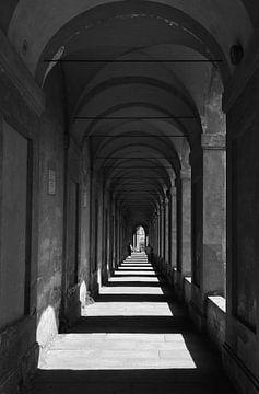 Bögen in Bologna von Renzo de Jonge