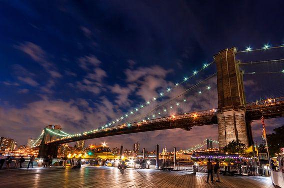 Brooklyn Bridge in der Abenddämmerung     New York