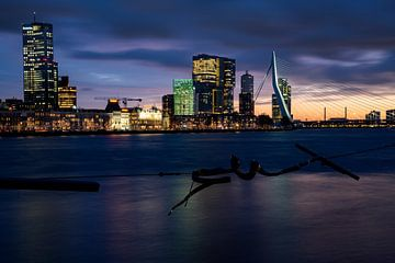 Skyline Rotterdam tijdens zonsondergang van Tamara Versluijs