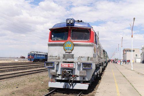 front mongolische trein  van Robert Lotman