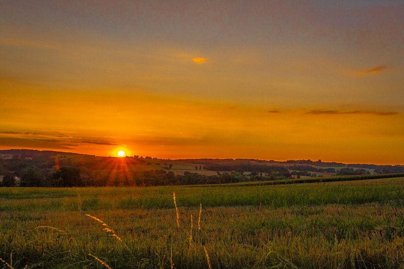Zons ondergang-opkomst in de  heuvels van Peters Foto Nieuws l Beelderiseren