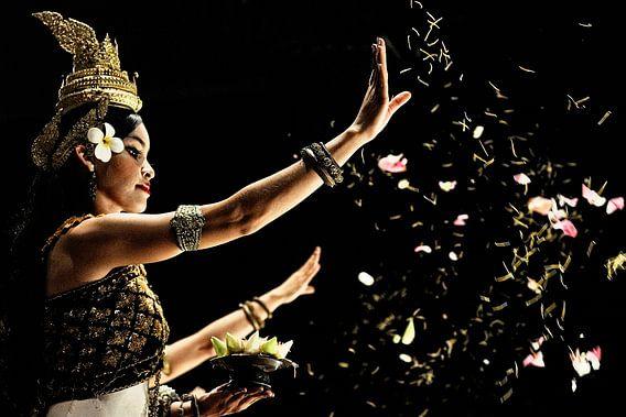 'The Blessings' Apsara dance in Cambodia. van Michael Klinkhamer