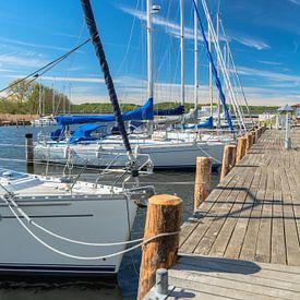 Des voiliers dans le port de Seedorf près de Sellin, Rügen sur GH Foto & Artdesign