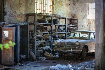 Verlassene Garage II von Leo van Valkenburg