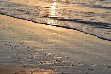 Reflexion während eines Sonnenuntergangs. von Christa Stroo fotografie