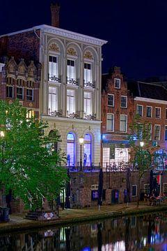 Nachtfoto Grachtenpand Oudegracht Utrecht van Anton de Zeeuw