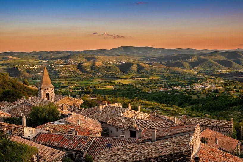 Mirabel, plus beau village de France van Erik Brons
