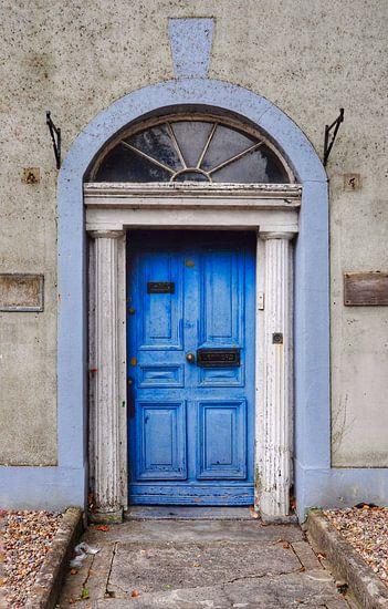 Blauwe deur in Dublin.