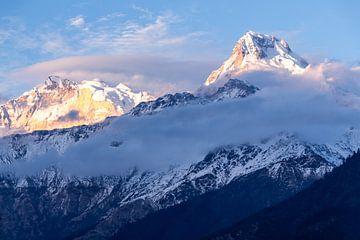 Bergen van Nepal in de avond van Mickéle Godderis