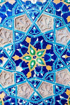 Azuur  blauwe mozaiek muur van de Juma moskee in Tbilisi, Georgië van WorldWidePhotoWeb