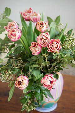 Roze tulpen in vaas van Anne Hana