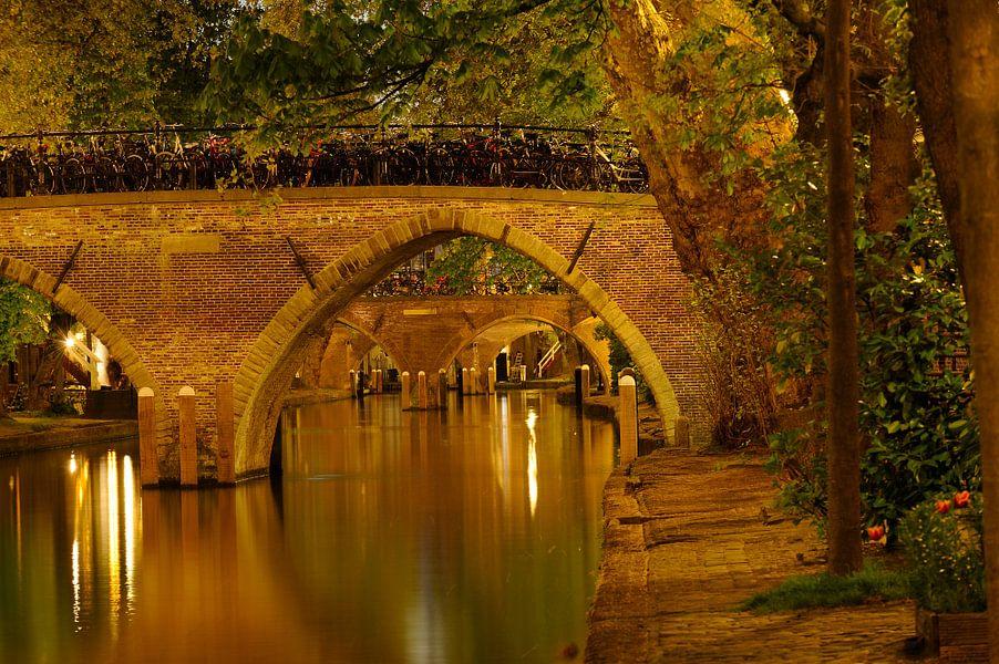 Weesbrug over de Oudegracht in Utrecht