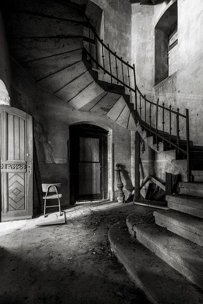 Die verlassene Kirche im Niedergang von Frans Nijland