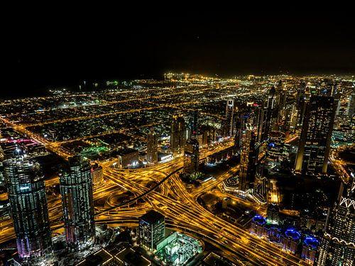 Dubai by night van