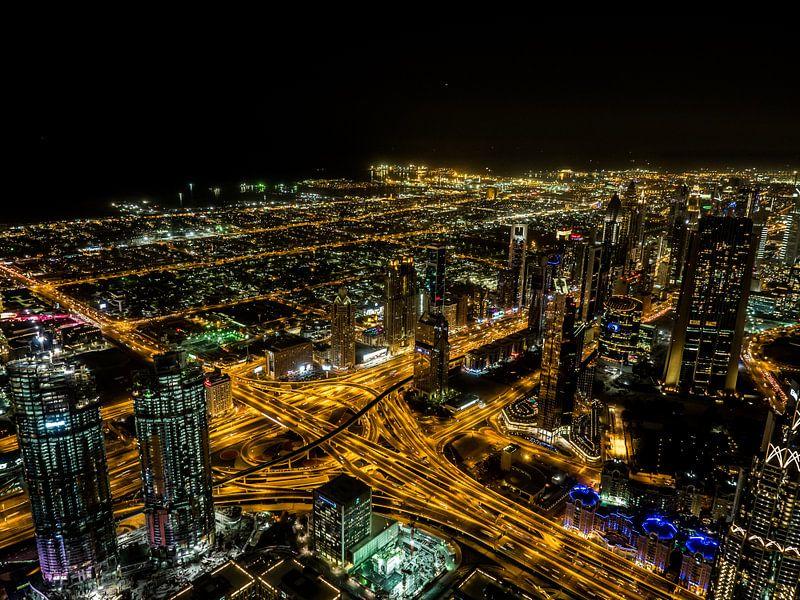 Dubai by night van Dennis van Berkel
