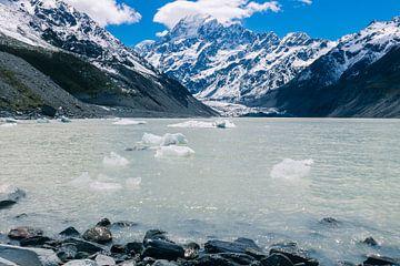 Gletschersee in der Nähe des Mount Cook in Neuseeland von Linda Schouw