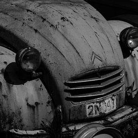 Citroën 2CV in zwartwit van René Groenendijk