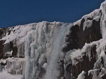 Öxarárfoss bedekt met ijs van Timon Schneider