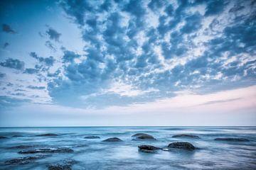 Blauw landschap met zee en lucht van