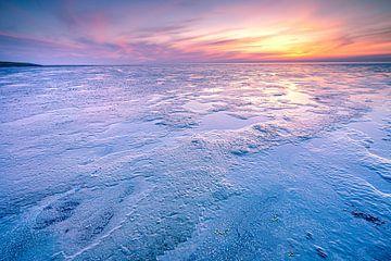 Zonsondergang boven de slikken van het wad
