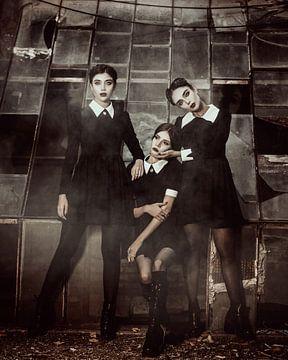 Urbex girls in black van Rudy en Gisela Schlechter